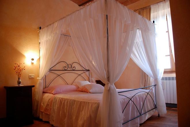 Agriturismo La Marianella - Semproniano - Bedroom