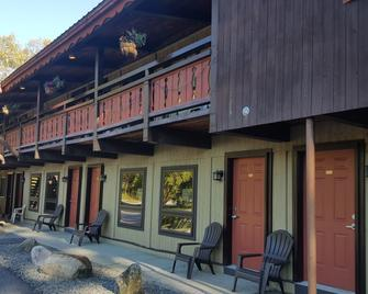 Timber Inn Motel - Ludlow - Building