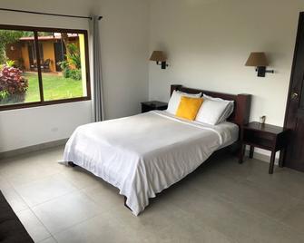The Golden Frog Inn - El Valle de Anton - Bedroom