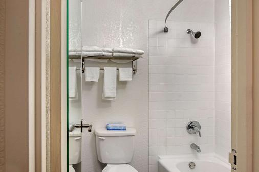 Quality Inn and Suites Ruther Glen - Ruther Glen - Bathroom