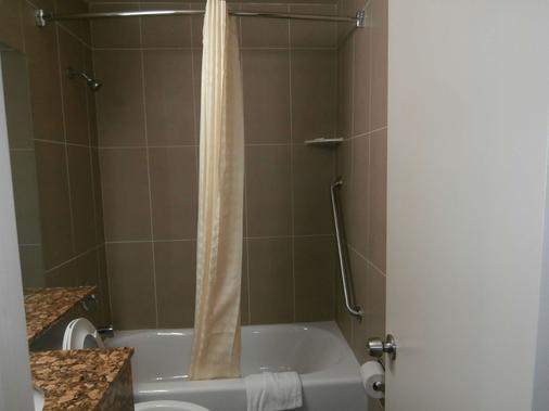 Americas Best Inn and Suites Fort Lauderdale North - Fort Lauderdale - Bathroom
