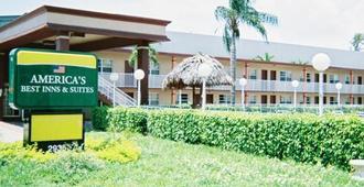 Americas Best Inn and Suites Fort Lauderdale North - Fort Lauderdale - Rakennus