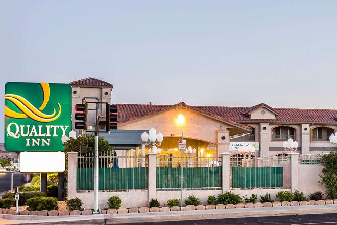 Quality Inn Near China Lake Naval Station - Ridgecrest - Bygning