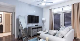 Luxurious Midtown Parisian Condo - Houston - Living room