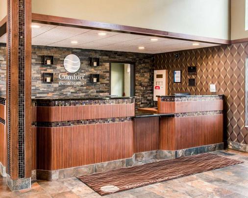 Comfort Inn & Suites and Conference Center - Mount Pleasant - Front desk