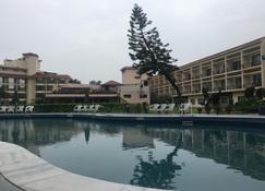 Hotel Mountview - Chandigarh - Zwembad