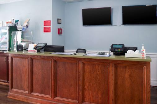 Econo Lodge Inn & Suites South - Sandusky - Front desk