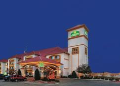 La Quinta Inn & Suites by Wyndham Weatherford - Weatherford - Rakennus