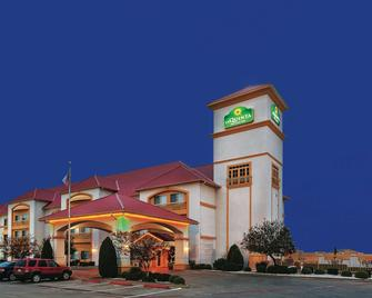 La Quinta Inn & Suites by Wyndham Weatherford - Weatherford - Gebouw
