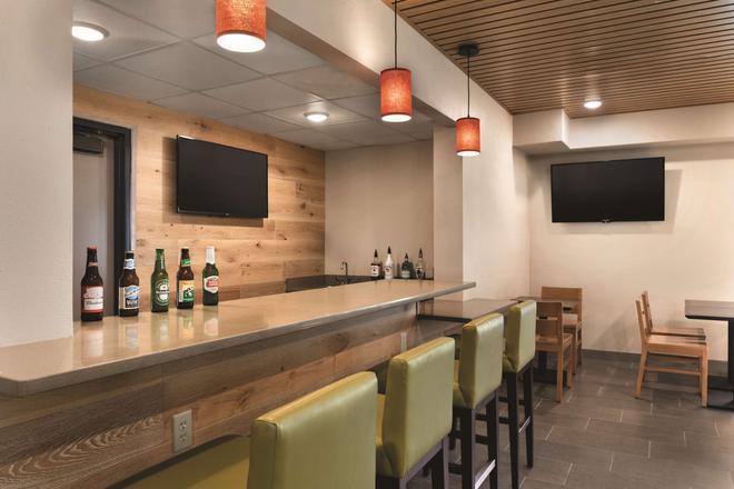 Country Inn And Suites by Radisson La Crosse, WI - La Crosse - Bar