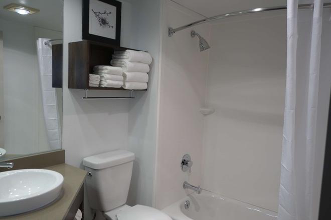 Country Inn And Suites by Radisson La Crosse, WI - La Crosse - Bathroom