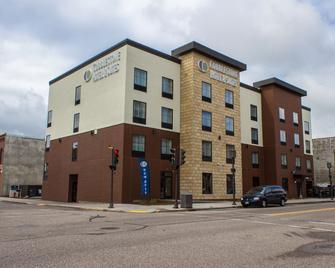 Cobblestone Hotel & Suites - Chippewa Falls - Chippewa Falls - Building
