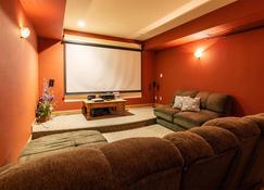 Talus Rock Retreat - Sandpoint - Living room