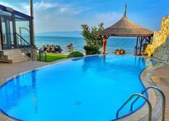 فيلا أتروا - Orhangazi - حوض السباحة