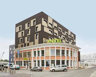 B&b Hotel Lille Roubaix Centre Gare - Roubaix - Building