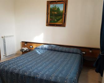 Hotel Chopin - Fiumicino - Bedroom