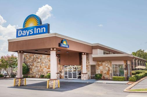 Days Inn by Wyndham Jackson - Jackson - Building