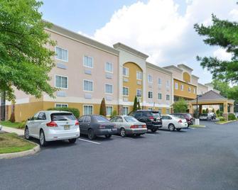 Quality Suites - Tinton Falls - Building