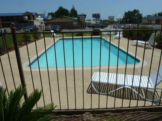 Americas Best Value Inn Center - Center - Pool