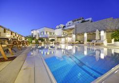 鵜鶘灣藝術酒店 - 米科諾斯 - 普拉蒂耶羅斯 - 游泳池