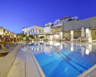 Pelican Bay Art Hotel - Platis Gialos - Piscina