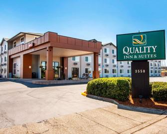 Quality Inn & Suites - Springfield - Building
