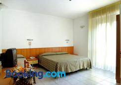 Hotel Nel Pineto - Montesilvano - Bedroom