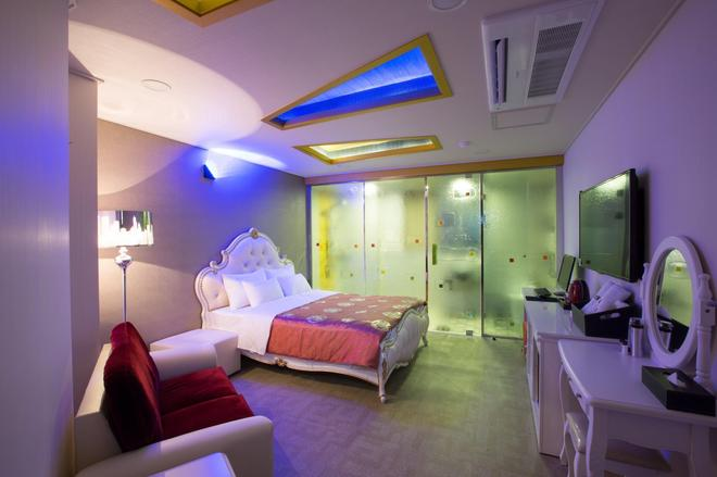 MJ Hotel - Seogwipo - Bedroom