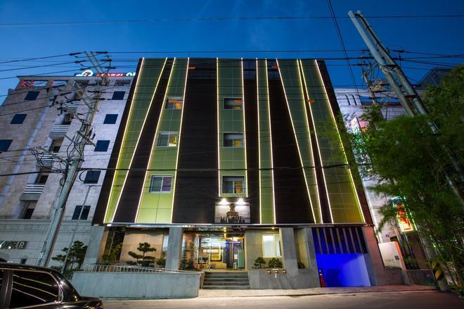 MJ Hotel - Seogwipo - Building