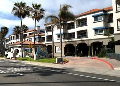 Tamarack Beach Resort Hotel - Carlsbad - Building