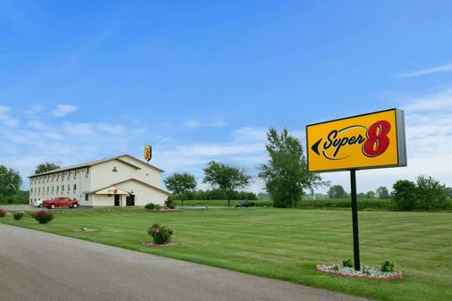 Super 8 by Wyndham Saginaw - Saginaw - Building