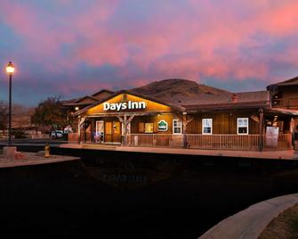 Days Inn by Wyndham Lebec - Lebec - Building