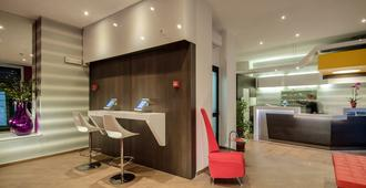 Genius Hotel Downtown - Milan - Front desk