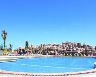 Golden Peacock Resort Hotel - Бейра - Pool