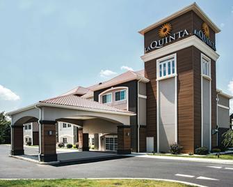 La Quinta Inn & Suites by Wyndham Chambersburg - Chambersburg - Building