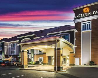 La Quinta Inn & Suites by Wyndham Chambersburg - Chambersburg - Bygning
