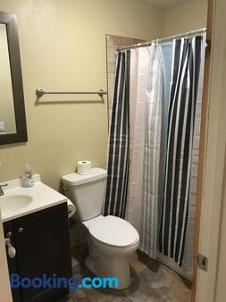 Farwell dream - Chicago - Phòng tắm
