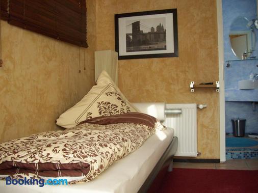 Fritzi's Art Hotel - Filderstadt - Bedroom