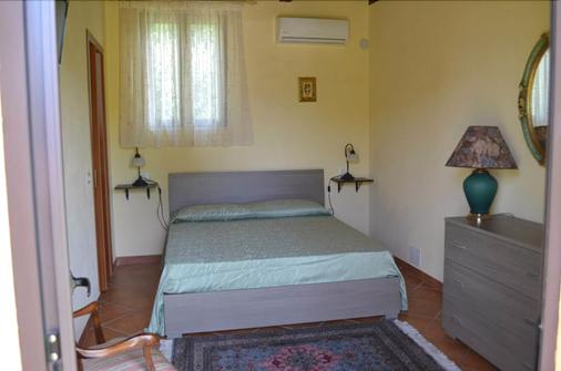 Bed and Breakfast La Torretta - Gasponi - Bedroom