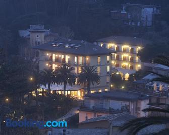Hotel Villa Adriana - Монтероссо-аль-Маре - Здание