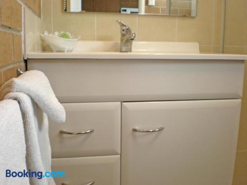 White Lanterns Motel - Armidale - Bathroom