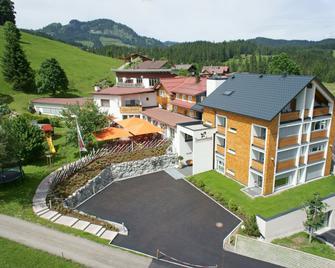 Genuss- & Aktivhotel Sonnenburg - Riezlern - Building