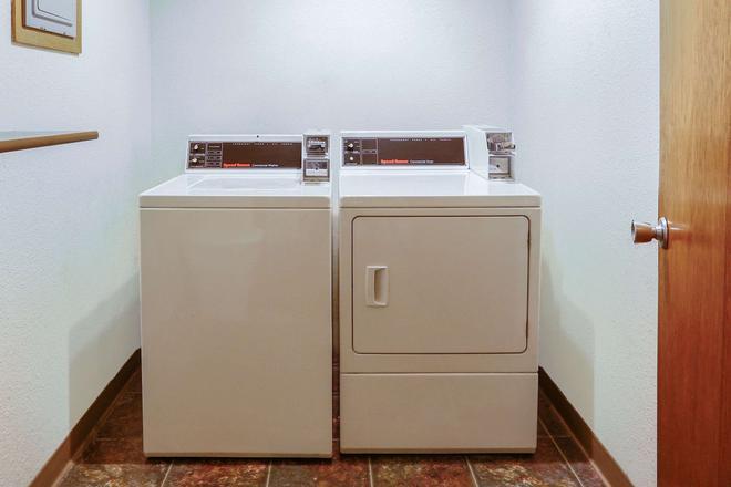 Howard Johnson by Wyndham Helena - Helena - Laundry facility