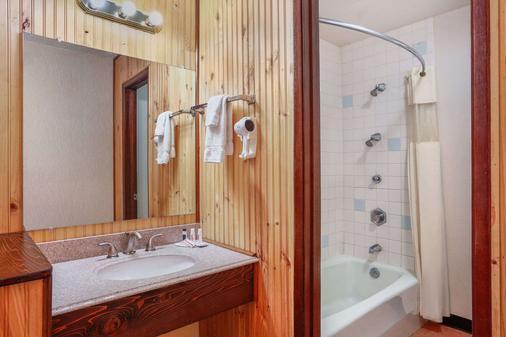 Howard Johnson by Wyndham Helena - Helena - Phòng tắm