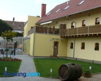 Relax Hotel Stork - Lednice - Gebäude