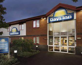 Days Inn by Wyndham Tewkesbury Strensham - Tewkesbury - Gebäude