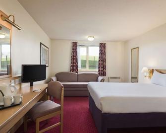 Days Inn by Wyndham Tewkesbury Strensham - Tewkesbury - Bedroom