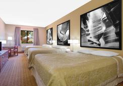 Super 8 by Wyndham Page/Lake Powell - Page - Bedroom