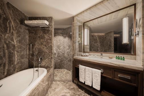 Shangri-La's - Eros Hotel, New Delhi - New Delhi - Bathroom