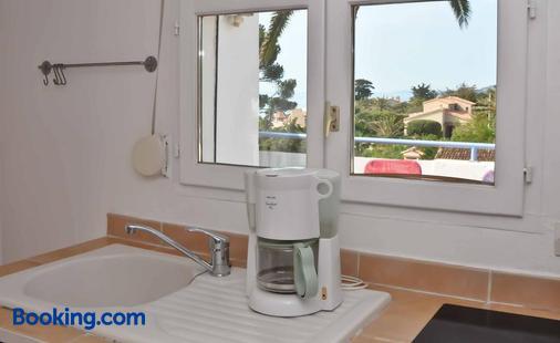 Escale au soleil Hôtel et Appartement - Fréjus - Phòng tắm